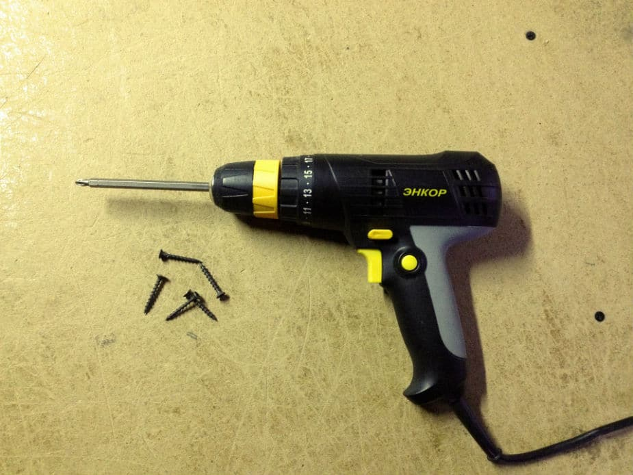 A common electric drill with a phillips head screwdriver bit. This is the large image.