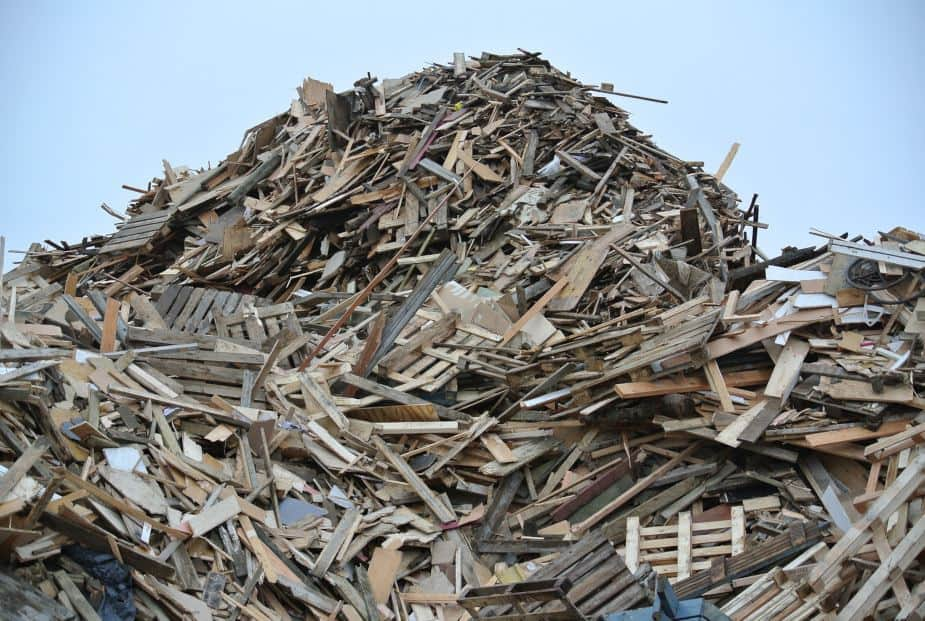 This picture shows a pile of wood waste. Large image.